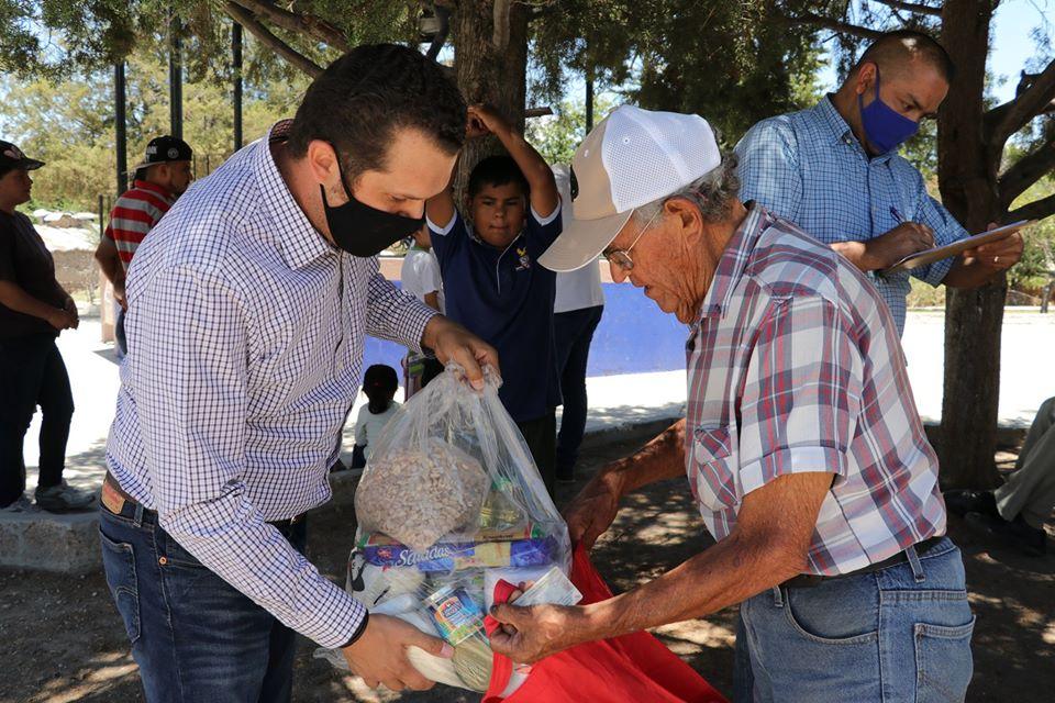 El Alcalde Felipe Romo personalmente ha entregado los apoyos