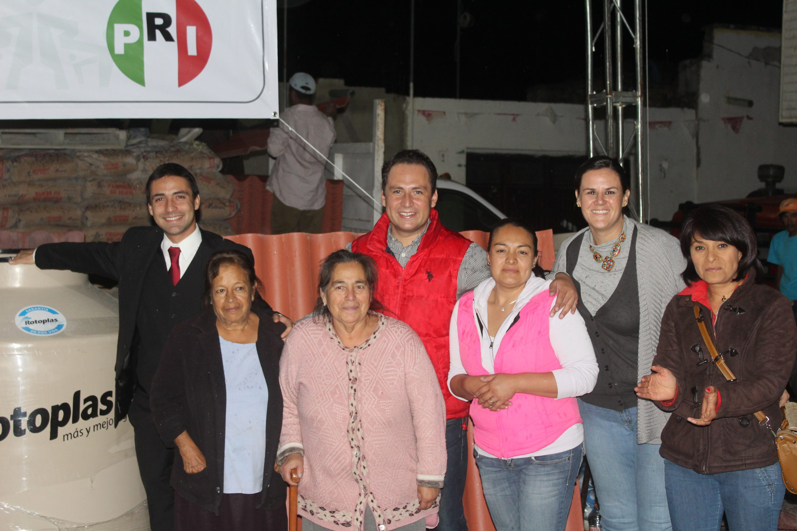Photo of Entrega Diputado apoyo para vivienda en San Miguel del 40