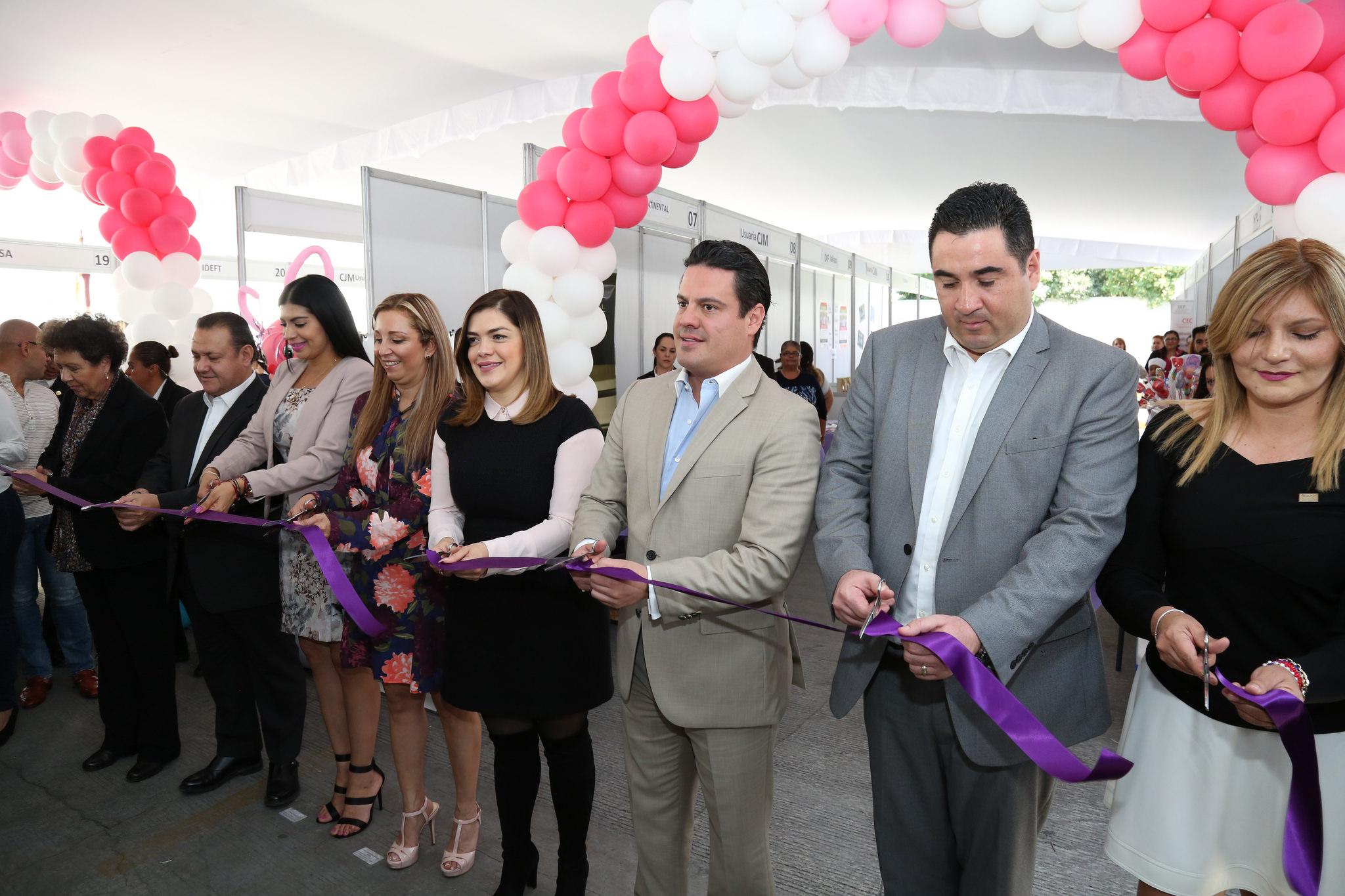 """Photo of Inaugura Gobernador """"Punto Rosa"""" para el Instituto de Justicia para la Mujer"""