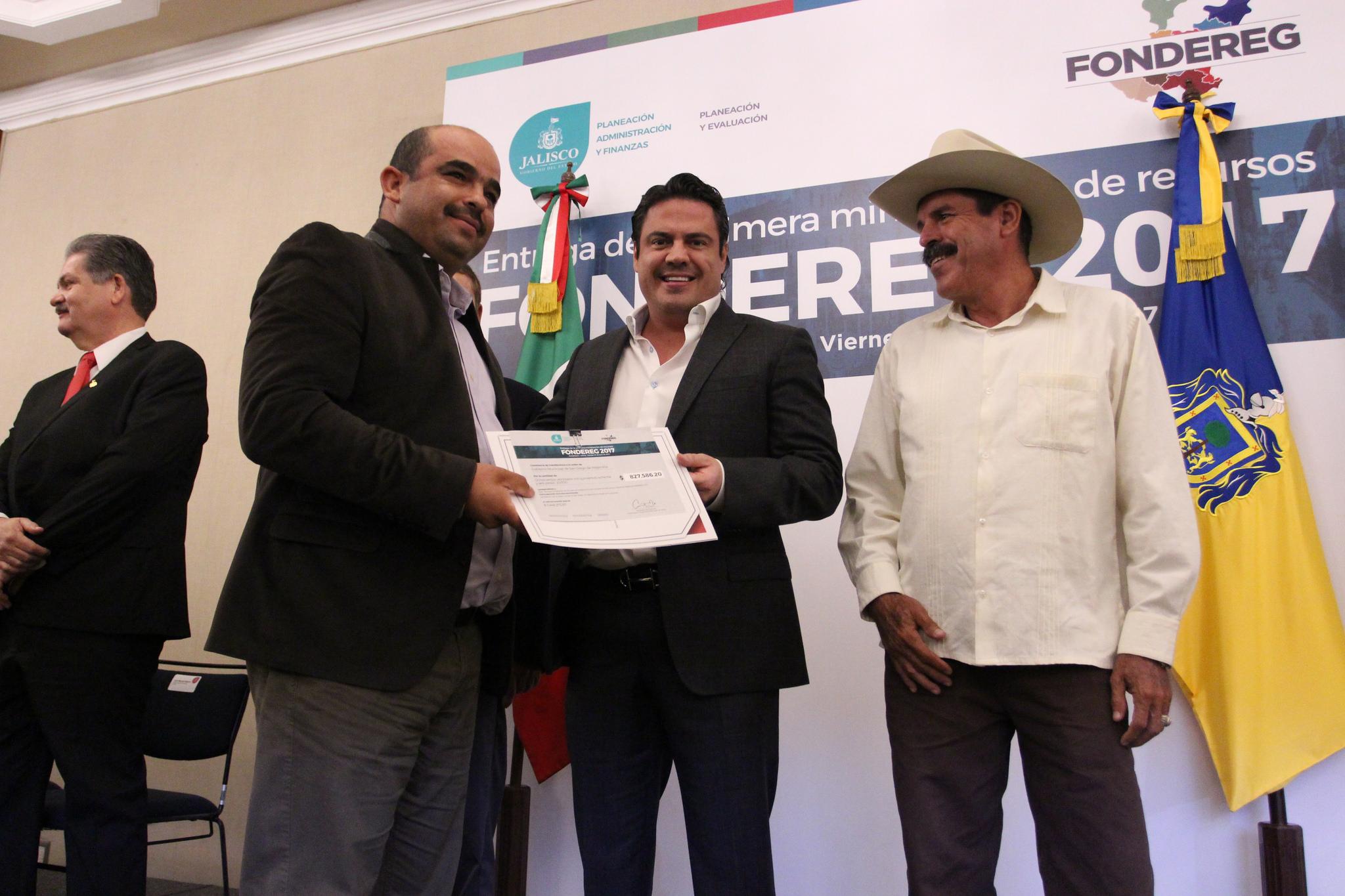 Photo of Entrega Gobernador primera ministración para proyectos FONDEREG