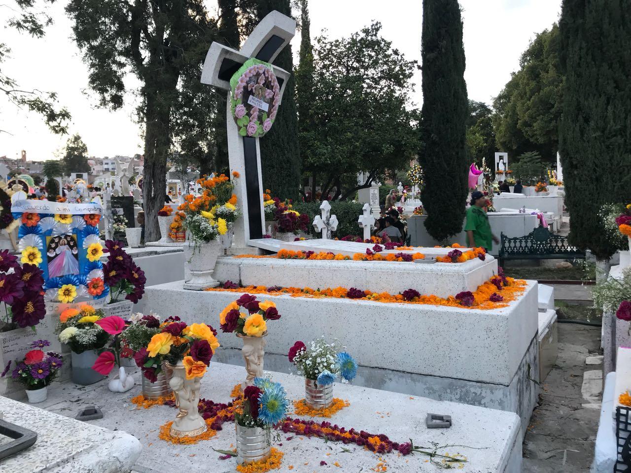 Photo of Más de 12 mil laguenses acudieron al Panteón de la Soledad