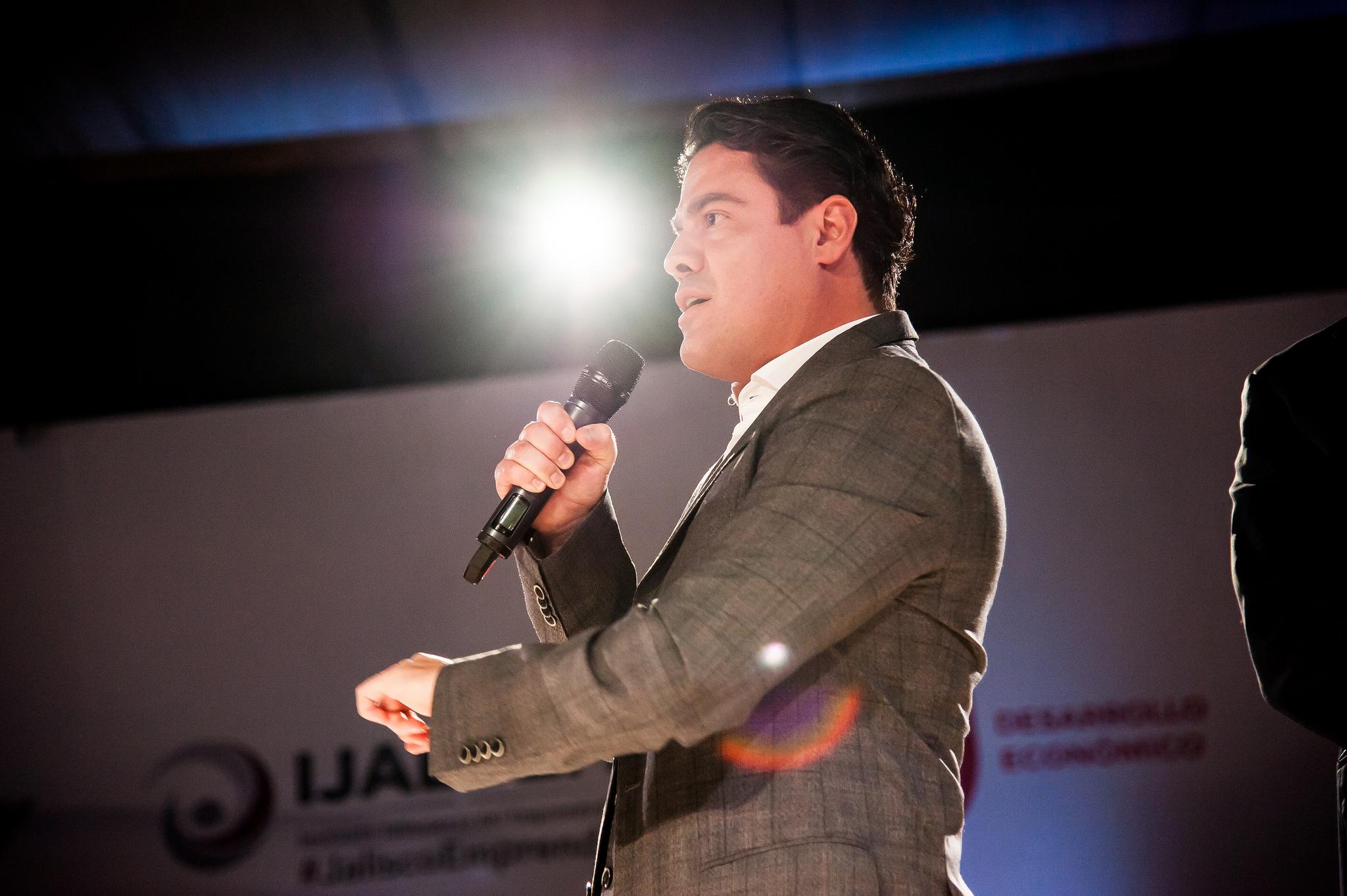 Photo of Refrenda Gobernador compromiso con emprendurismo en Jalisco
