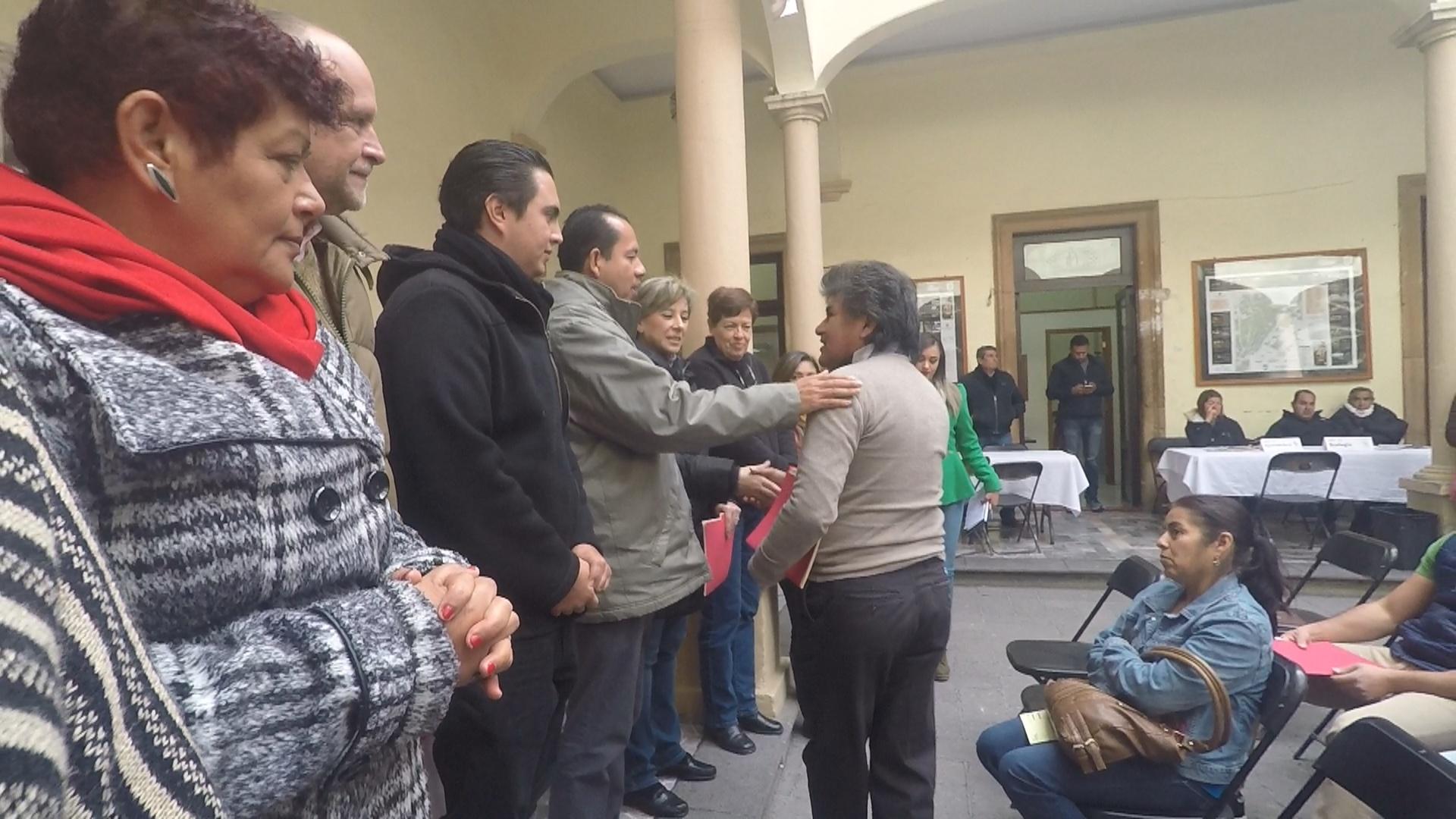 Photo of Entregan autoridades Títulos de Propiedad