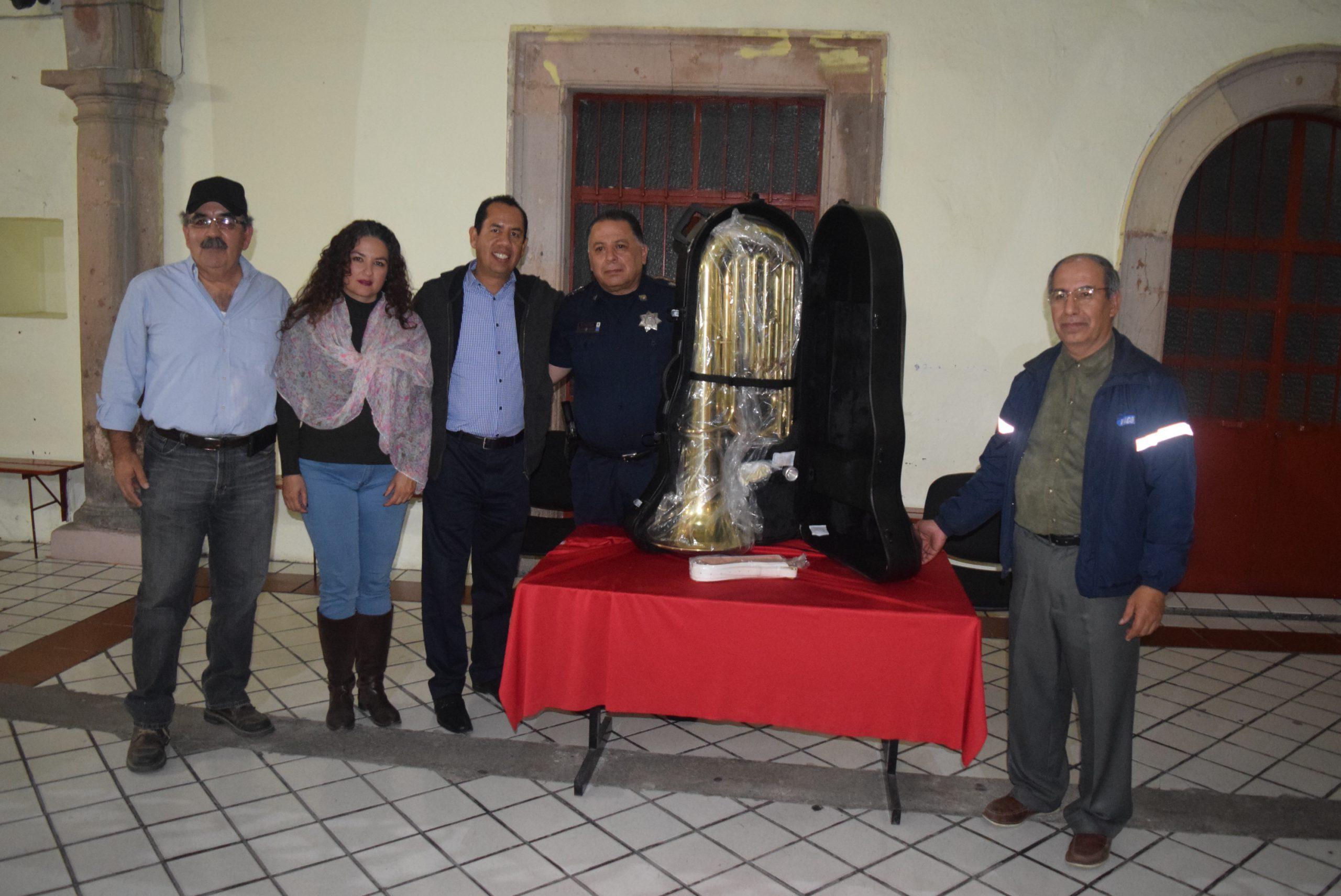 Photo of Donan autoridades instrumento para banda de música