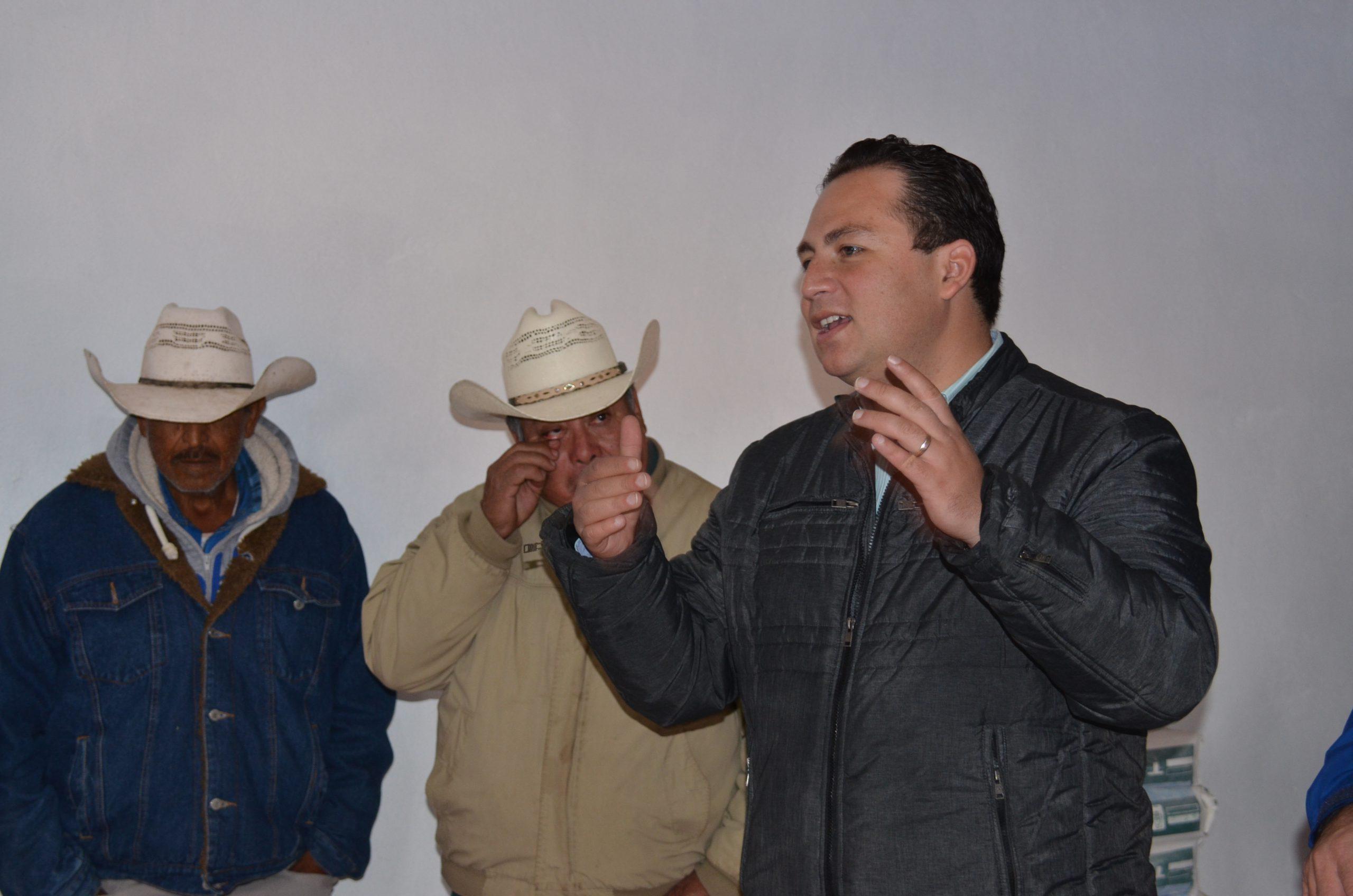 Photo of Gestiona Diputado Hugo René entrega de Títulos de Propiedad