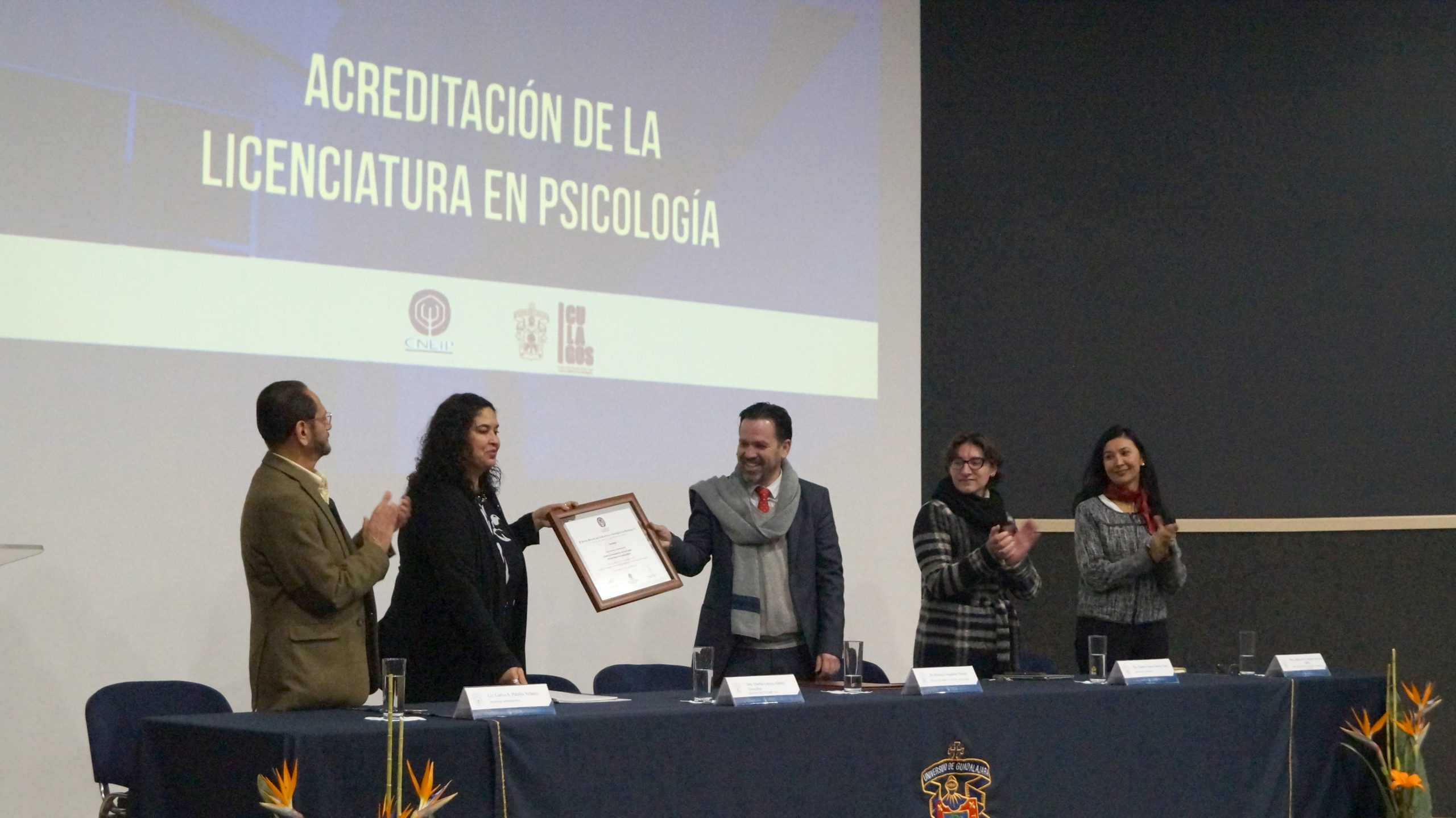Photo of El CULagos acredita la licenciatura en Psicología