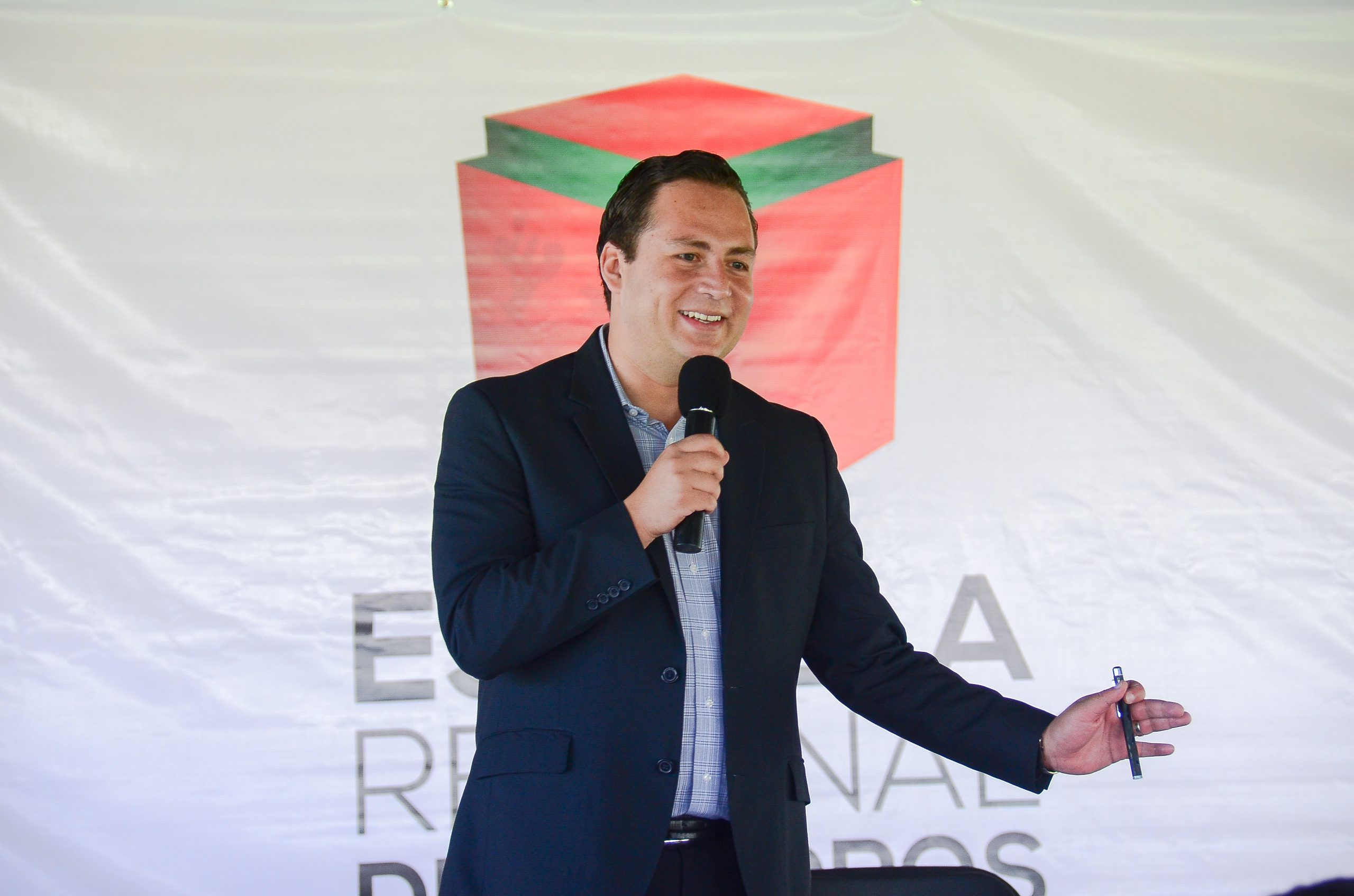 Photo of Participa el Diputado Local Hugo René como ponente en la Escuela Regional de Cuadros