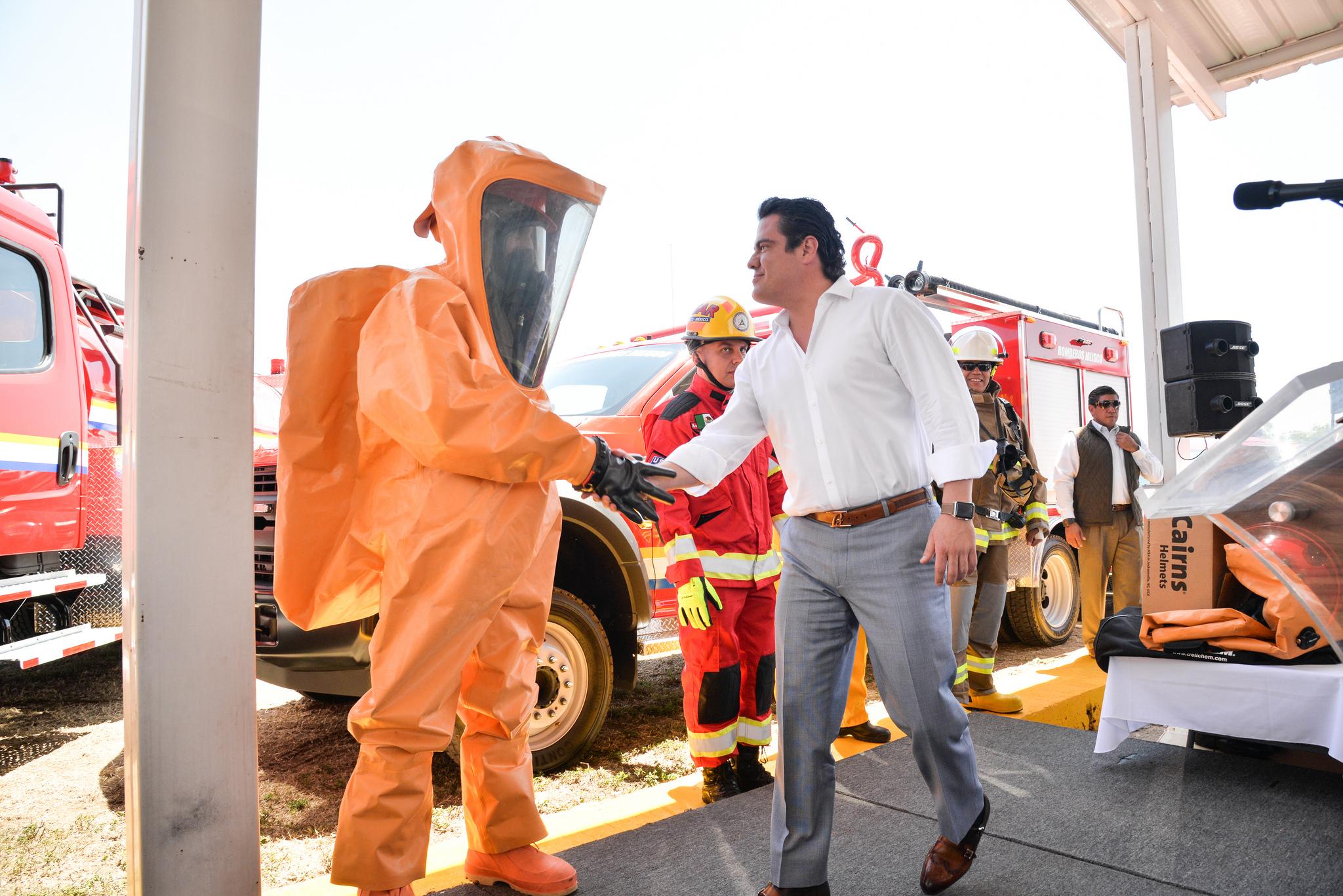 Photo of Fortalece Gobernador cuerpos de emergencia con equipamiento