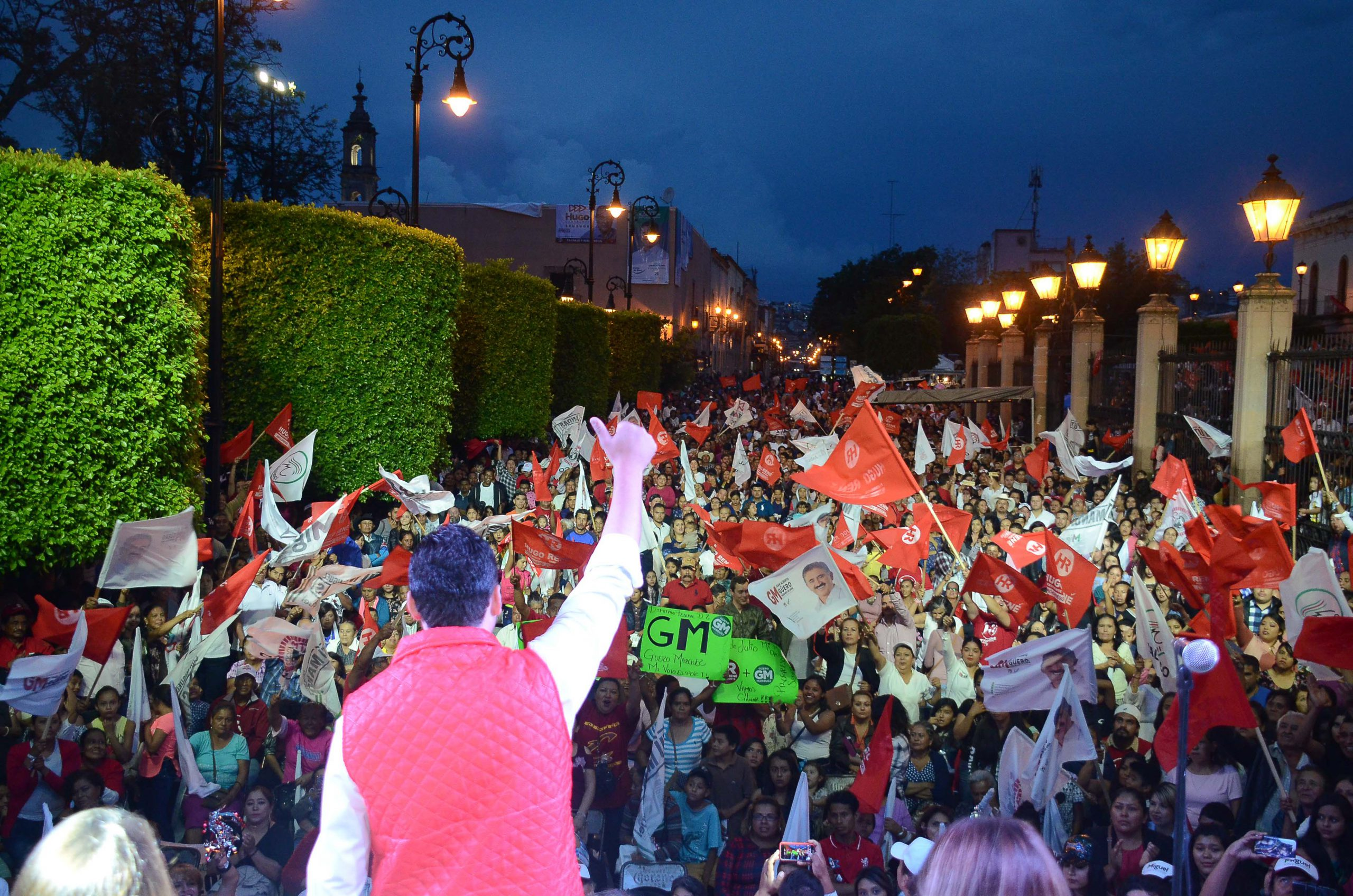 Photo of Miles de laguenses arroparon a Hugo René en su cierre de campaña