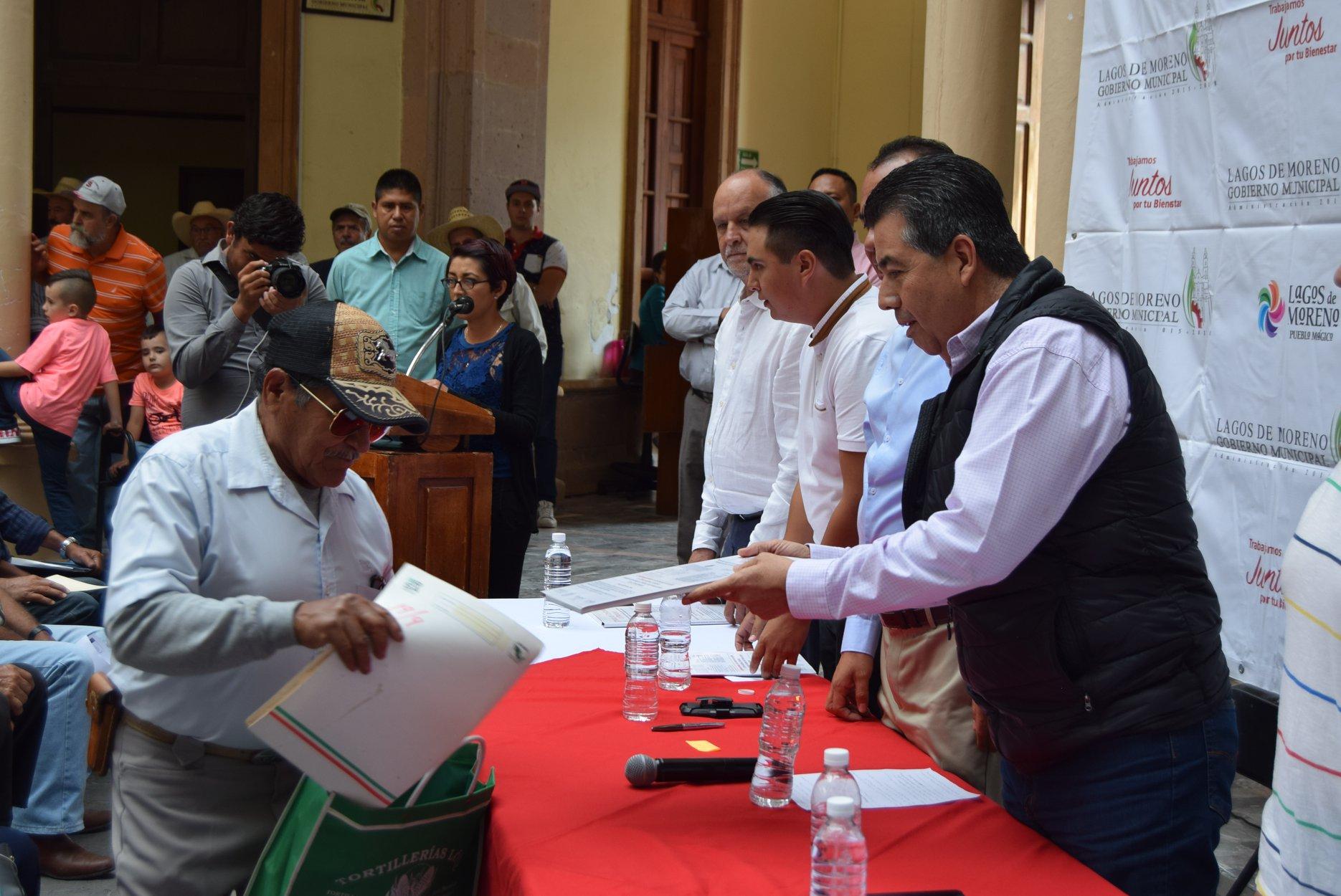 Photo of Autoridades entregan títulos de concesión del Agua