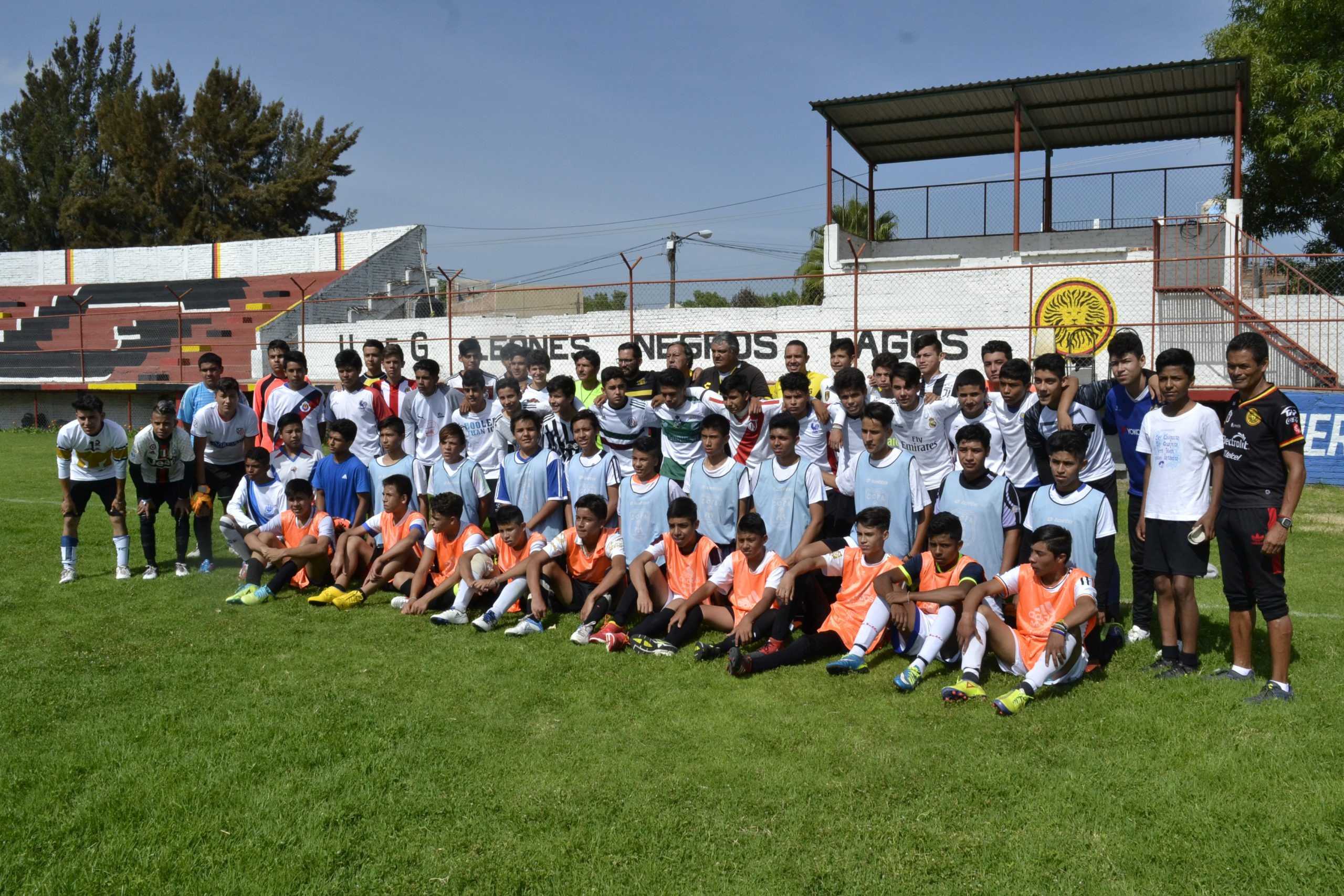 Photo of Responden jóvenes a visorías de Leones Negros de futbol