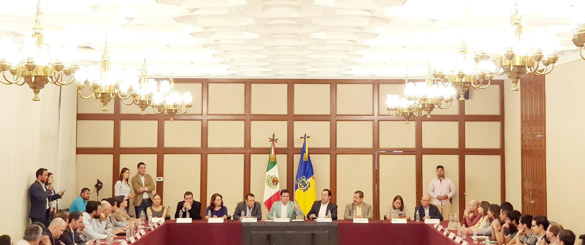 Photo of Se reúne Gobernador del Estado con el Colectivo Fiscalía que Sirva Jalisco