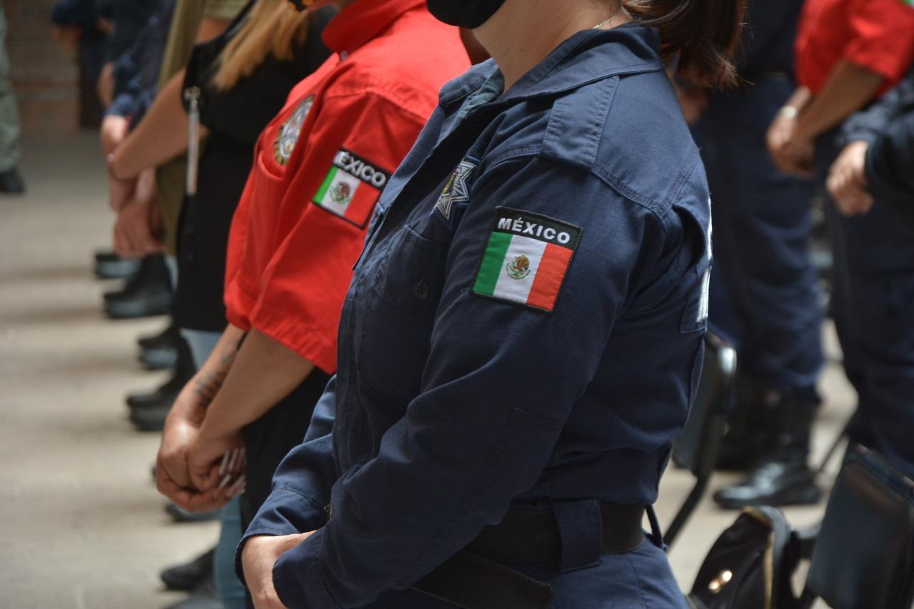 Photo of Se entregan reconocimientos por la profesionalización de elementos de emergencia del municipio.