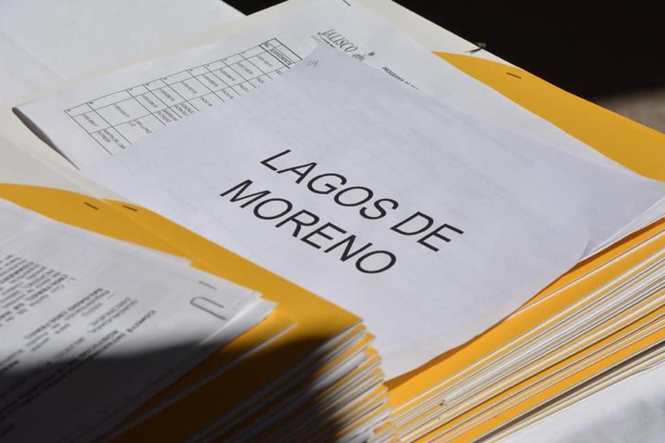 Photo of Se entregaron títulos de propiedad a habitantes de la Región de los Altos.