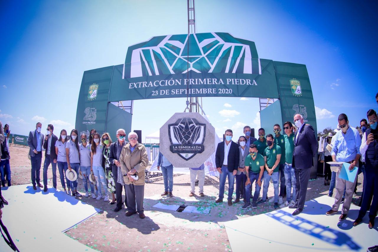Photo of El Club de fútbol León tendrá su nueva casa en Lagos, se coloca la primera piedra de este recinto deportivo.