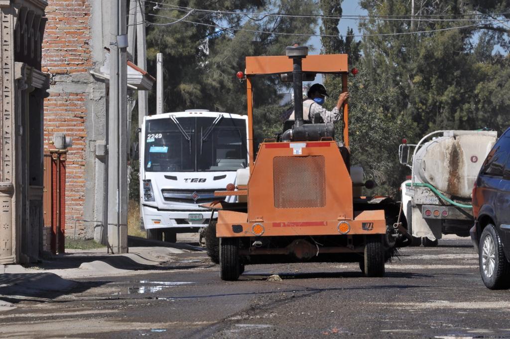 1, 481 metros cuadrados de asfalto completamente nueva, en el principal acceso de la zona.