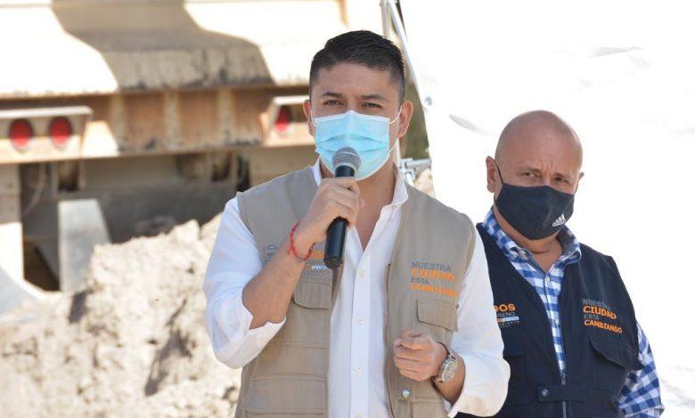 """""""Es una vía muy transitada que se encuentra en terracería y en condiciones muy dañadas.""""comentó Tecutli Gómez"""